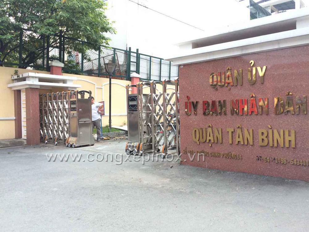 Công trình cổng xếp inox tại Ủy Ban Nhân Dân Quận Tân Bình