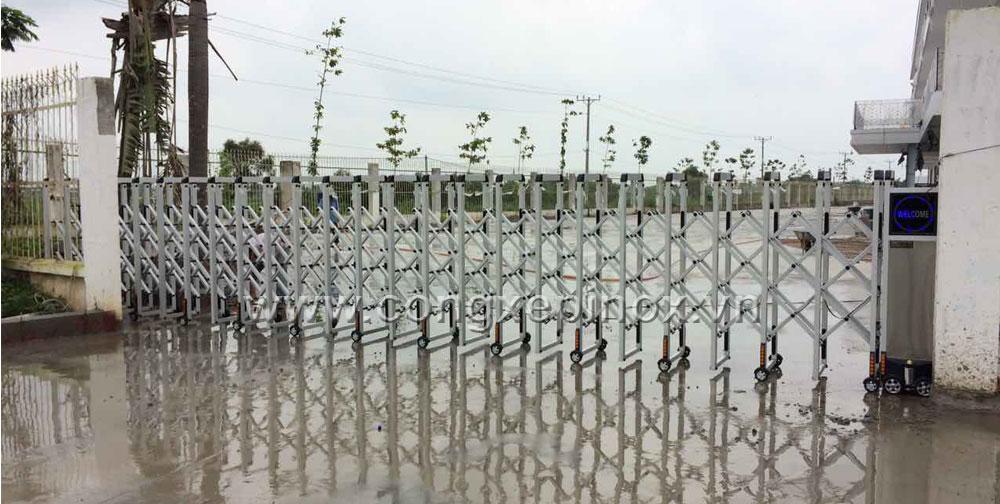 Công trình lắp đặt cổng xếp sử dụng hợp kim nhôm ở Thuận Đạo - Long An
