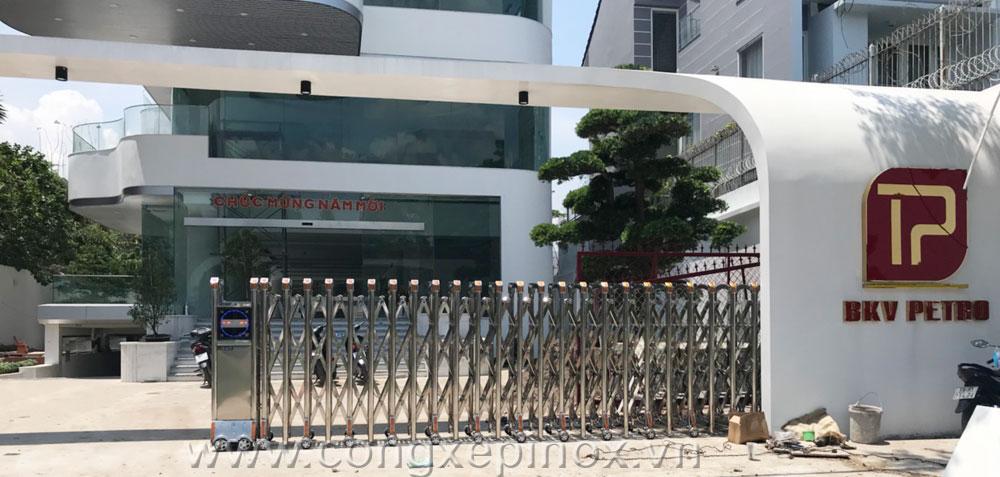 Mẫu cửa cổng xếp tại BKV Petro quận 2