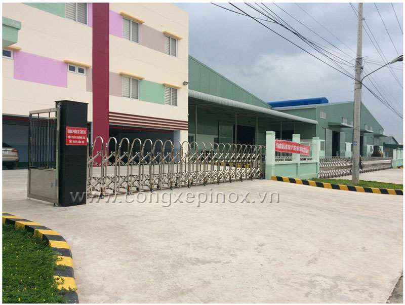 Cửa cổng xếp inox 201 THP-159