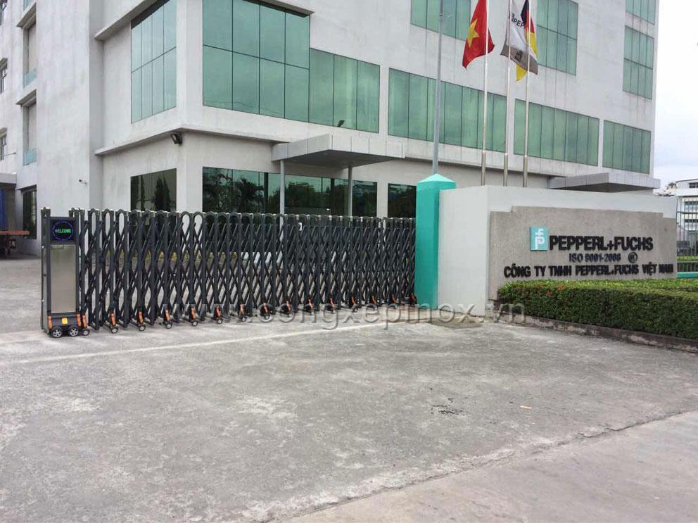 Cổng xếp hợp kim nhôm đang hoạt động tại công ty Pepperl Fuchs