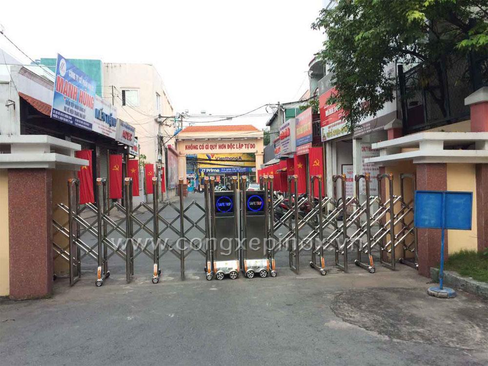 Mẫu cửa cổng xếp inox tại Tân Bình