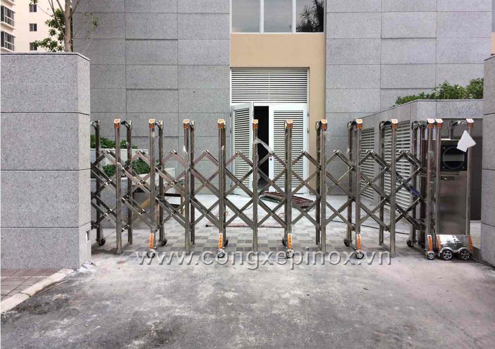 Mặt bên hông công trình lắp đặt cửa cổng xếp cao cấp tại Phú Mỹ Hưng, Quận 7, Tp.HCM