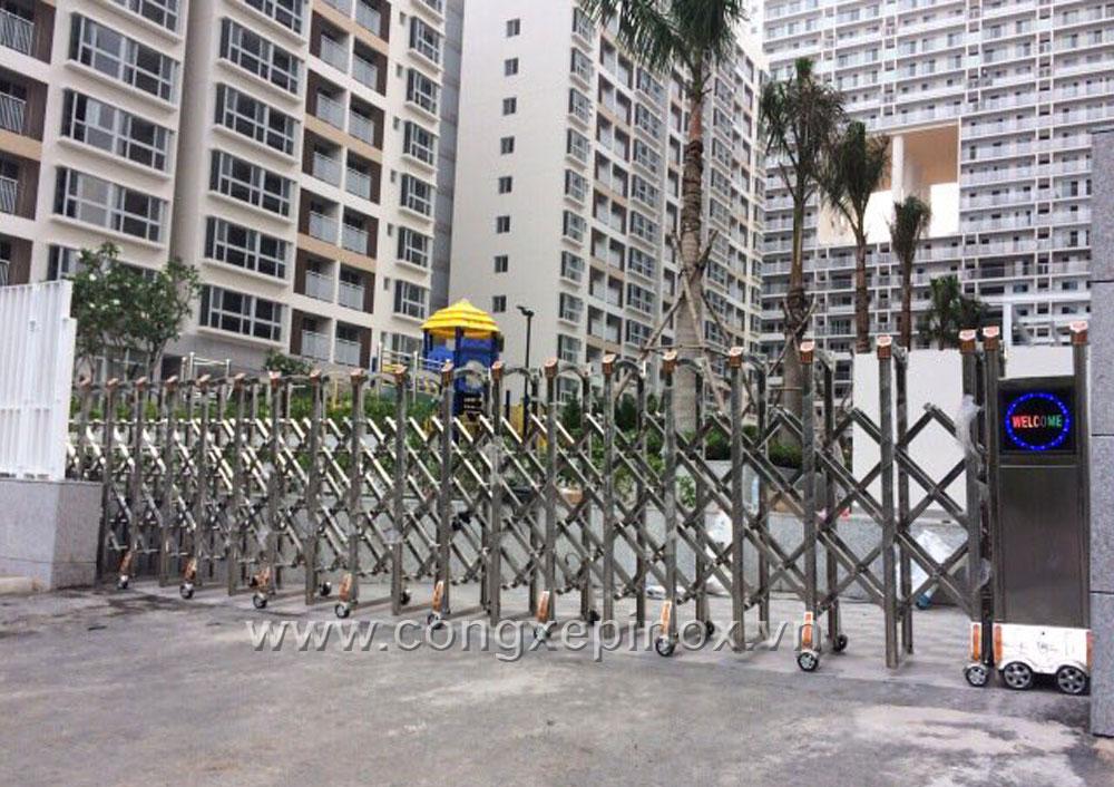 Cửa cổng xếp cao cấp tại Phú Mỹ Hưng, Quận 7, Tp.HCM