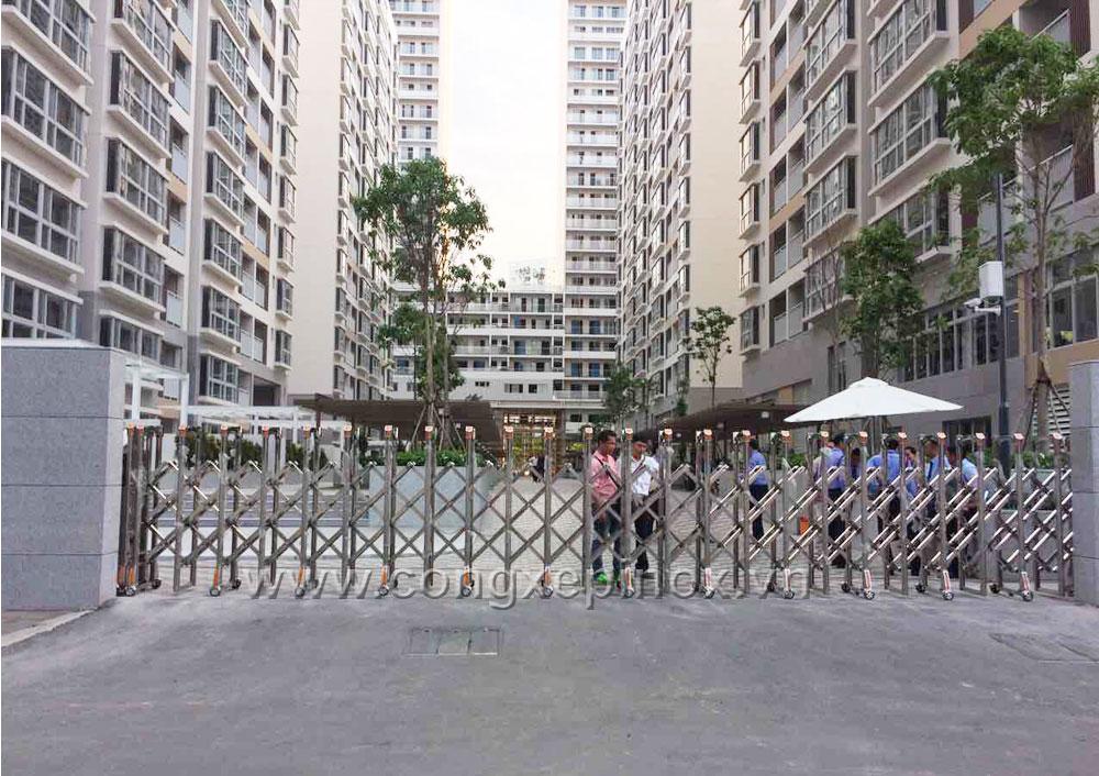 Mẫu cửa cổng xếp inox tại Phú Mỹ Hưng