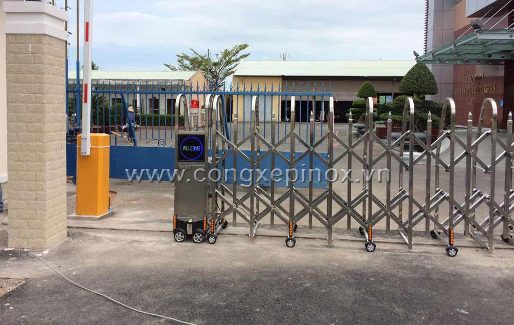 Motor cửa cổng xếp tự động của công trình cửa cổng xếp inox 201 ở Vũng Tàu