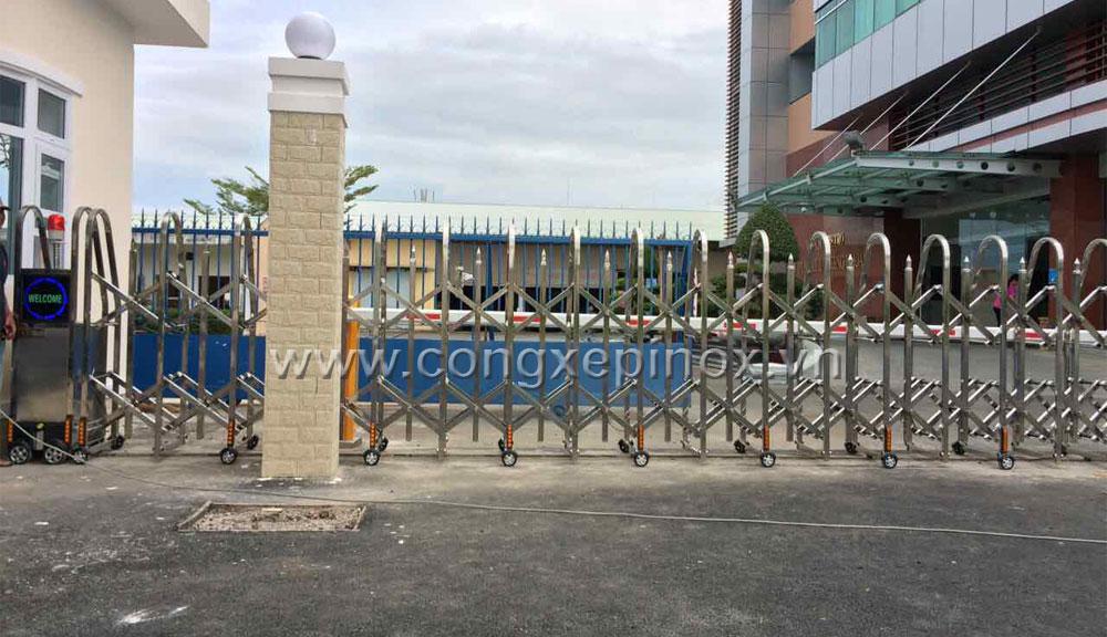 Cửa cổng xếp cao cấp sử dụng inox 201 ở Vũng Tàu