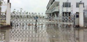 Hình ảnh thật tế Công trình lắp đặt cổng xếp hợp kim nhôm ở Thuận Đạo - Long An