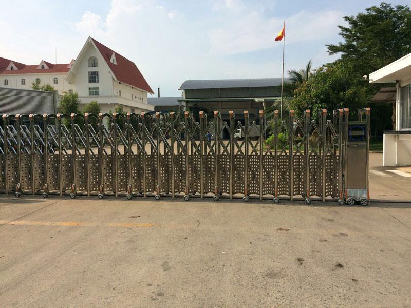 Công trình lắp đặt cửa cổng xếp sử dụng inox 304 ở Nhơn Trạch Đồng Nai