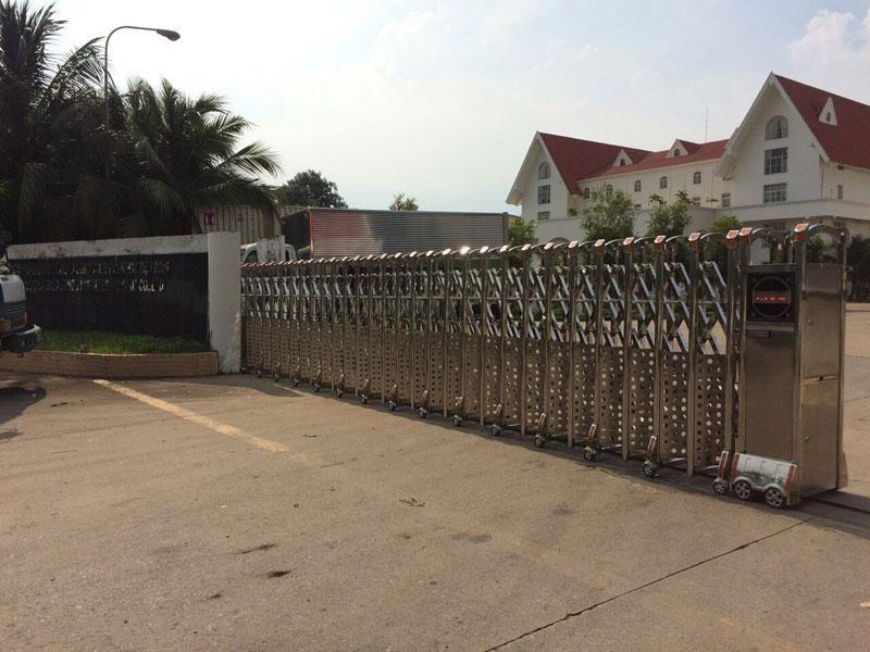 Lắp đặt cửa cổng xếp inox 304 ở Nhơn Trạch Đồng Nai