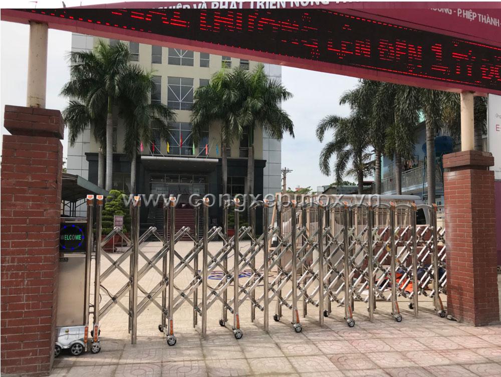 Lắp đặt cửa cổng xếp inox 201 cho ngân hàng Agribank quận 12