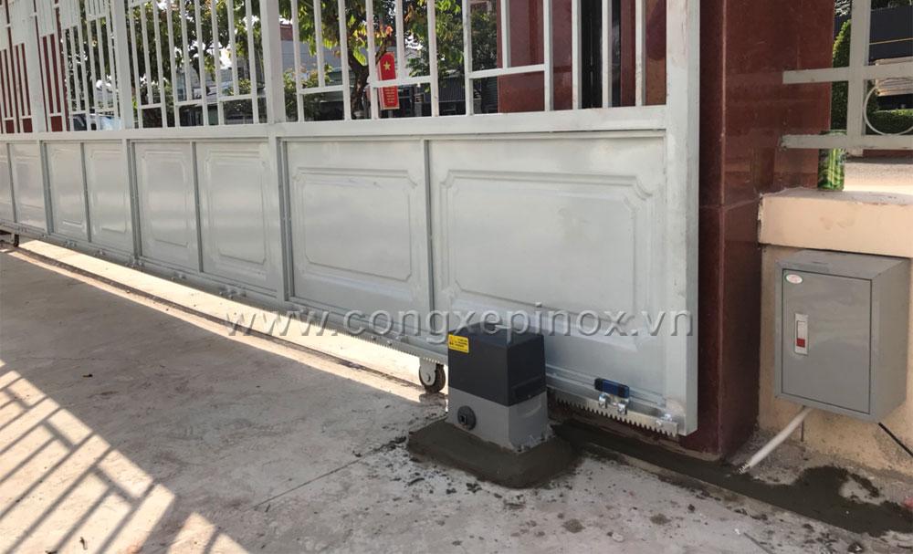 Hình ảnh thật tế Công trình lắp đặt mô tơ cửa cổng lùa tại chi cục Thuế huyện Bù Đăng