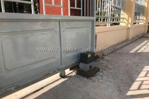Lắp đặt mô tơ cửa cổng lùa tại chi cục Thuế huyện Bù Đăng