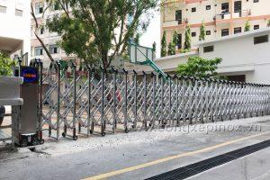 Cổng xếp nhôm xỏ lá inox cao cấp tại Trường Quốc tế Á Châu