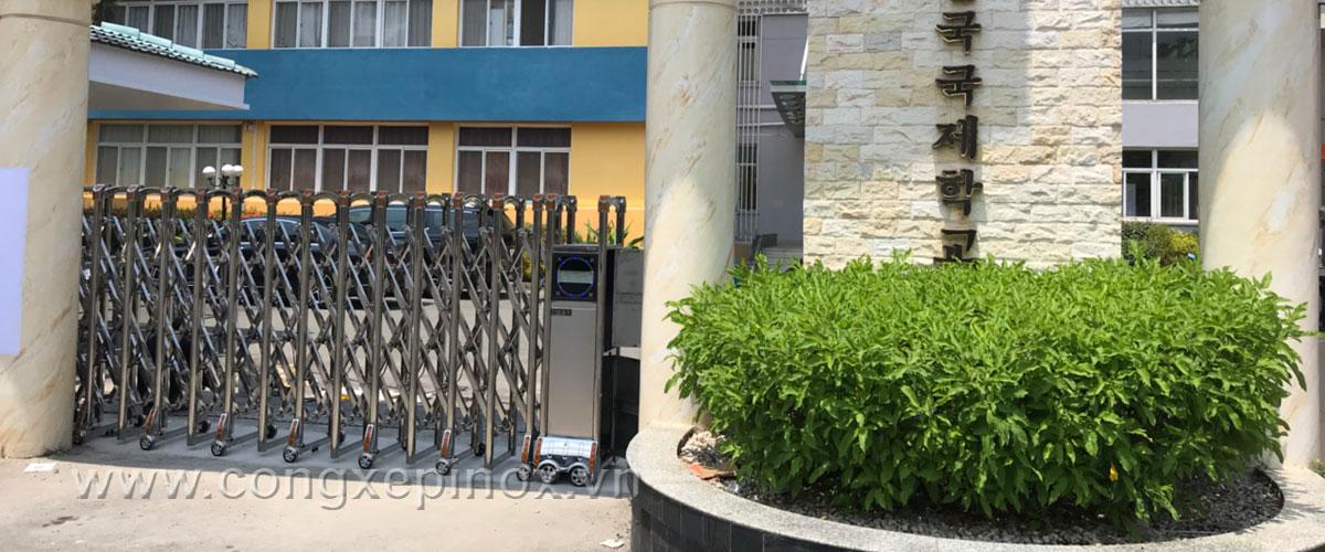 Mẫu cửa cổng xếp inox tại quận 7