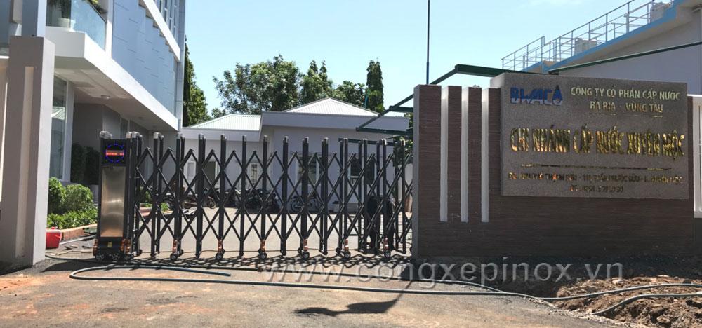Mẫu cửa cổng xếp tại cấp thoát nước Xuyên Mộc