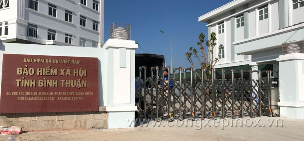 Mẫu cửa cổng xếp tại Bảo Hiểm Xã Hội tỉnh Bình Thuận