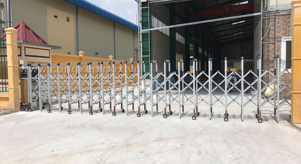 Cổng xếp inox lắp tại KCN Phúc Long