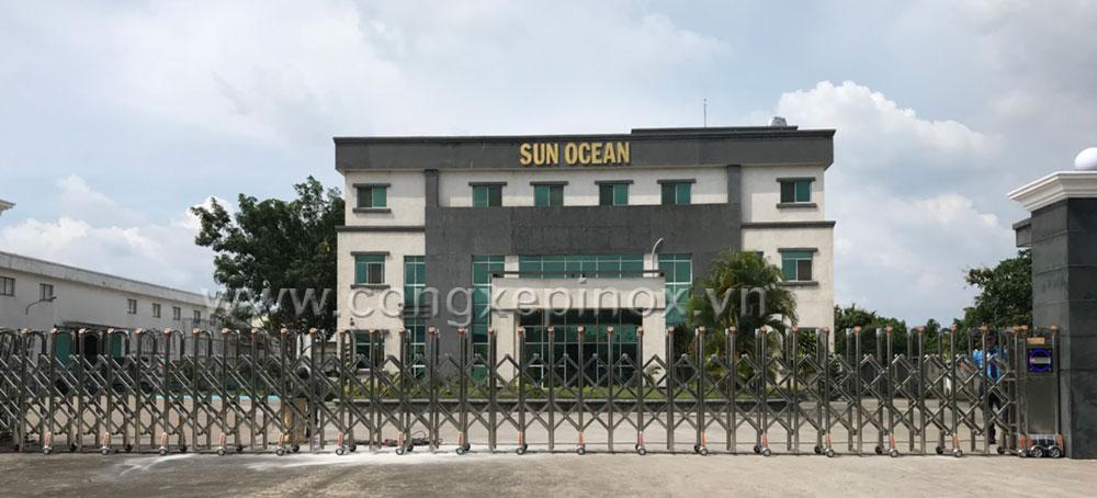 Mặt tiền cửa cổng xếp inox lắp tại công trình Sun Ocean