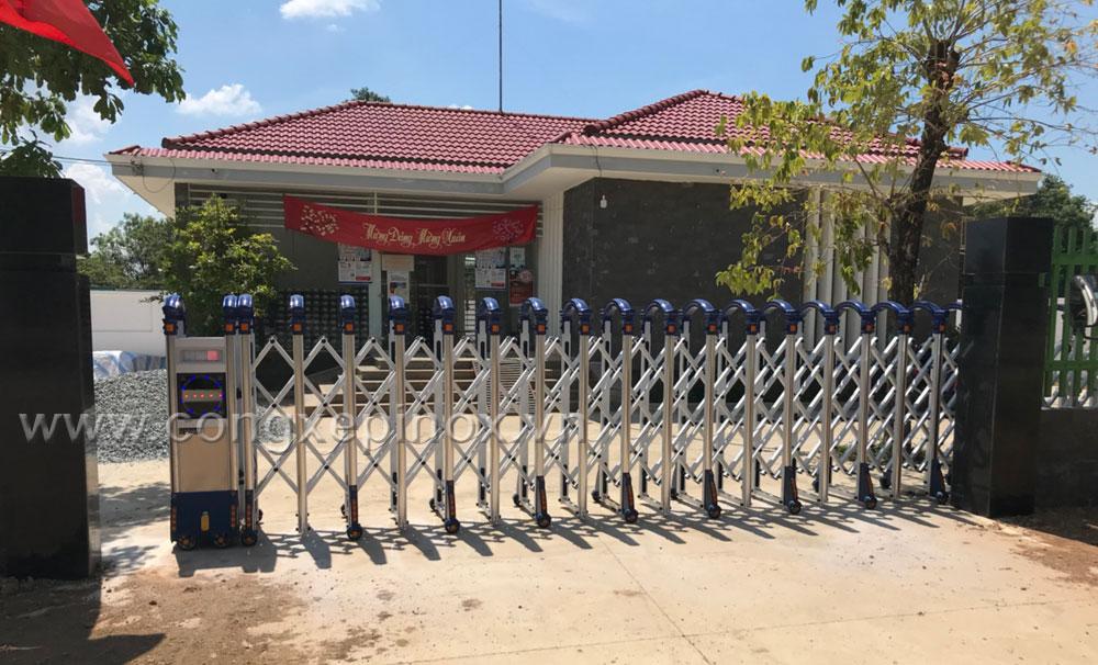 Mặt tiền Điện lực Đồng Kho - Cửa cổng xếp nhôm