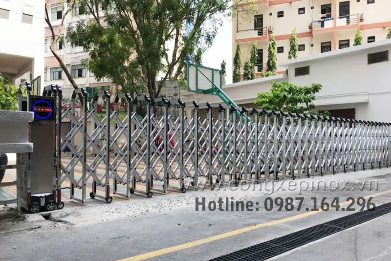 Cần lưu ý khi lắp đặt cổng xếp điện inox